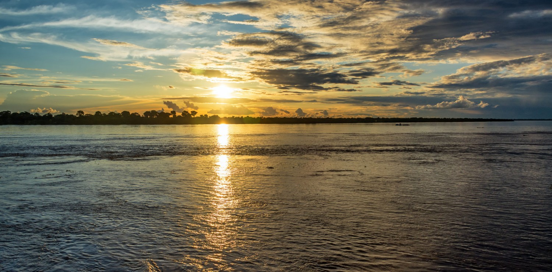 Amazonie beau coucher de soleil