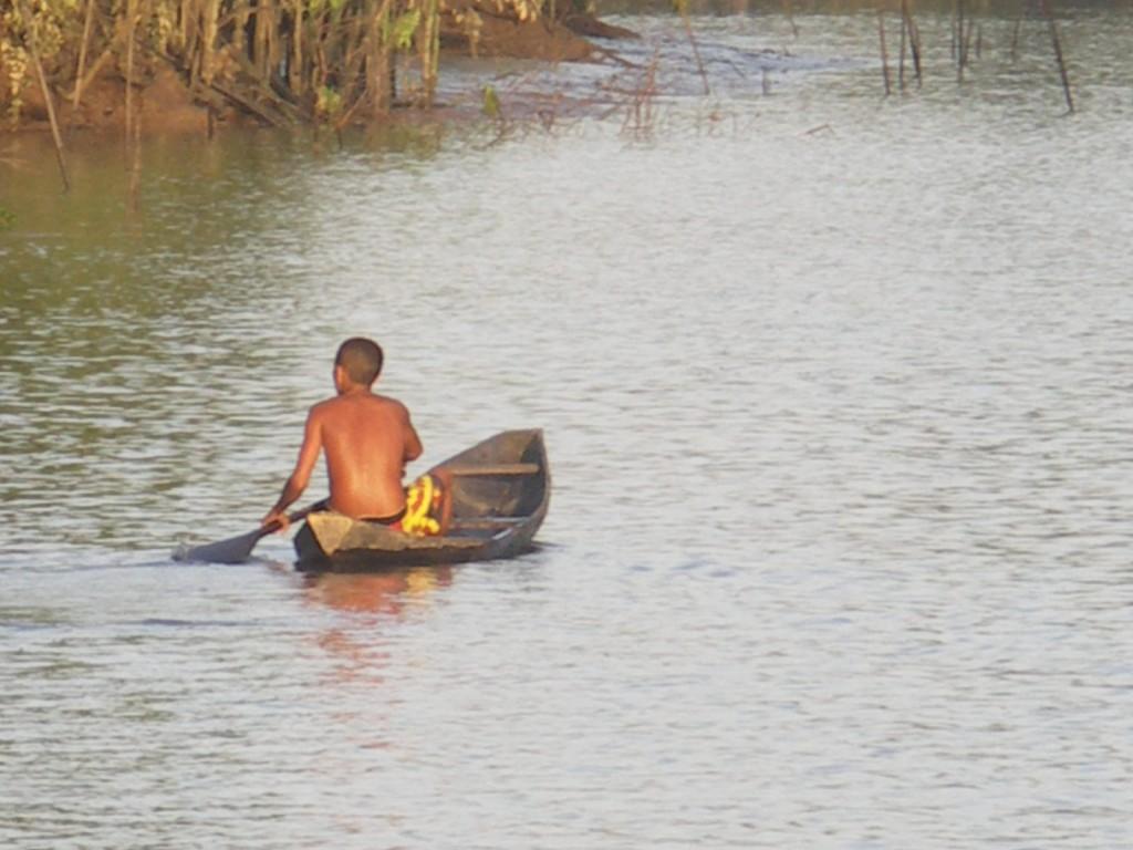 Amazonie barque autochtone
