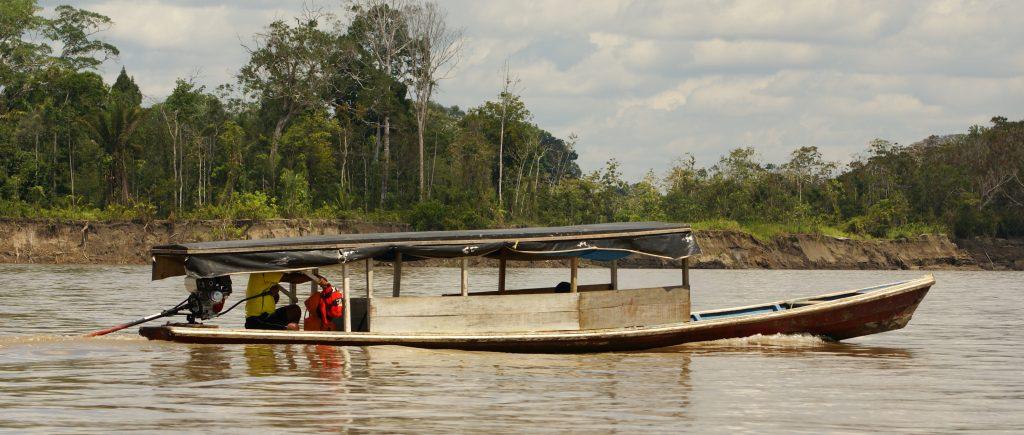 Amazonie pirogue à moteur