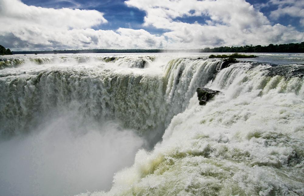 au bord de la goge du diable chutes Iguaçu Brésil