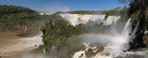 Chutes d'Iguaçu arc en ciel sur la verdure