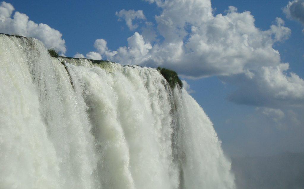 débit puissant chutes d'Iguaçu