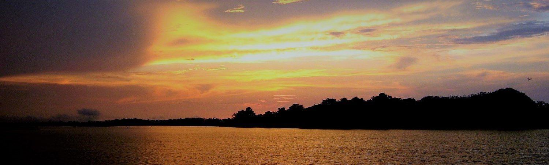 coucher de soleil sur le fleuve Amazone