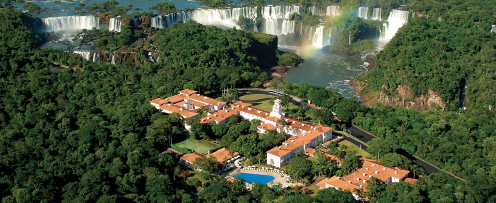 vue du ciel de l'hôtel das Cataractas et des Chutes d'Iguaçu
