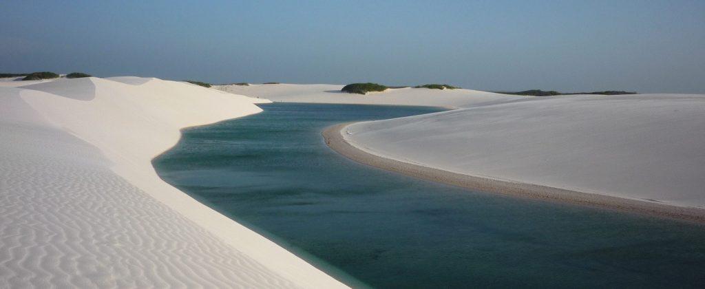 Lagune d'eau douce serpentant dans les Lençois Maranhao