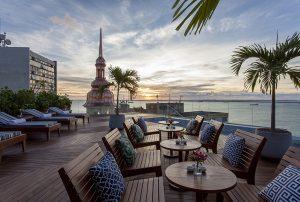 vue coucher de soleil depuis le toit terasse du Fera Palace a Salvador