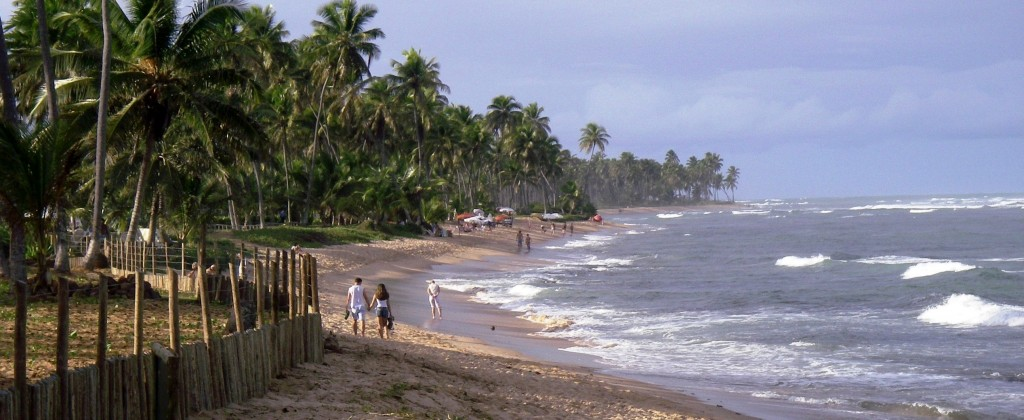 praia do Forte promeneurs sur la plage