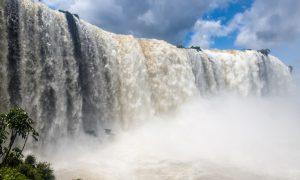 trombes d'eau chutes d'Iguaçu Brésiliennes