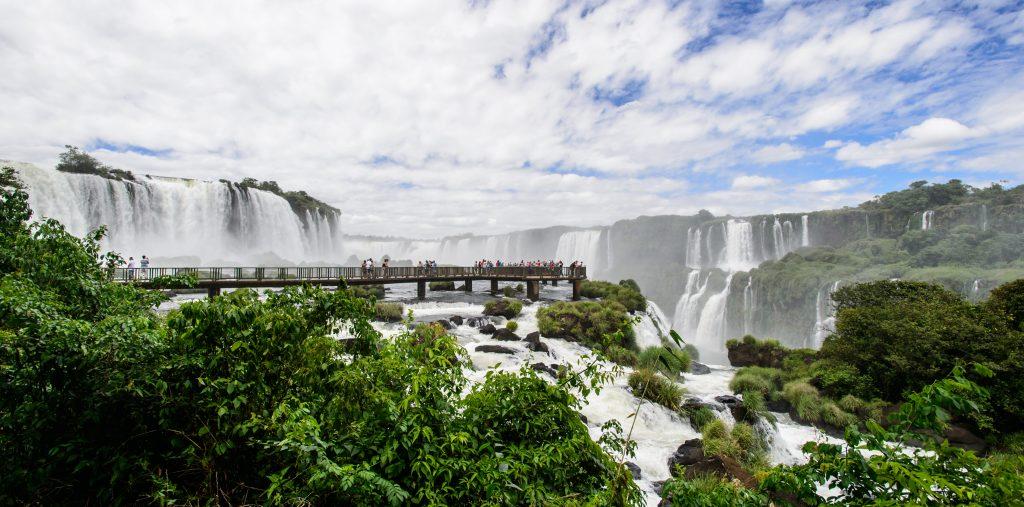 chutes d'Iguaçu sous les nuages