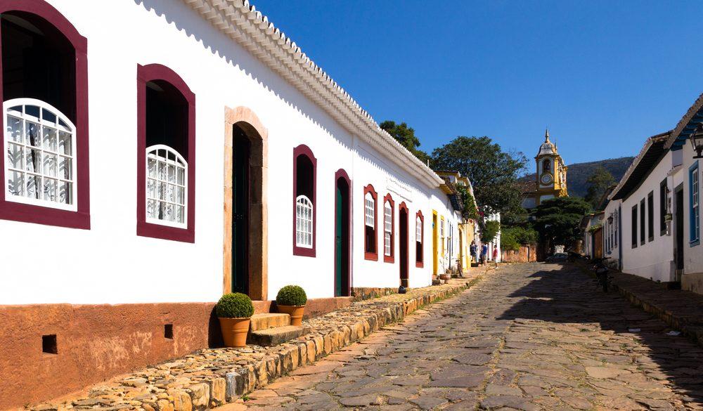 Minas Gerais ruelle ensoleillée Tiradentes