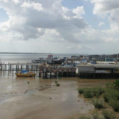 Bateaux amarrés dans le port de Belem