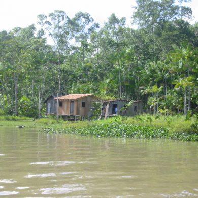 cabane au bord des canaux autour de Belem