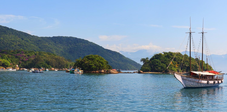 goelellte amarrée dans la baie Ilha Grande