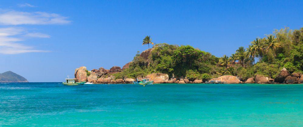 Ilha Grande eau turquoise et bateaux