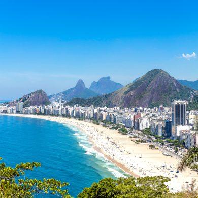 La plage de Copabana et les baigneurs Rio de Janeiro