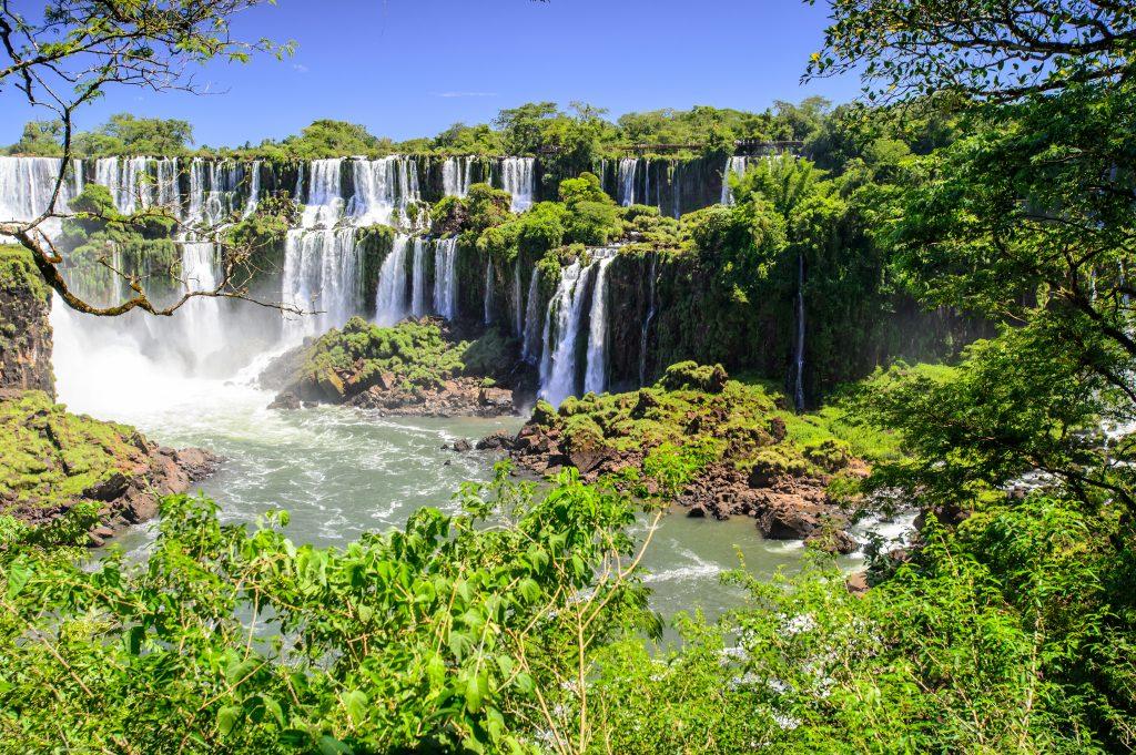 les chutes d'iguaçu argentines sur plusieurs niveaux