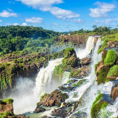 Les chutes d'Iguaçu en petites cascades