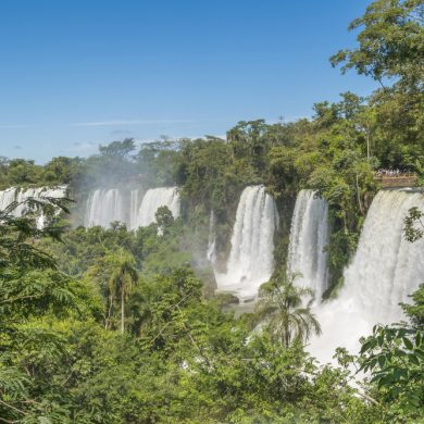 multiples rideaux d'eau chutes argentines