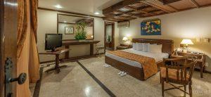 Chambre boiseries hotel Tropical Manaus