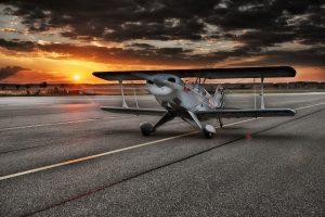 les vols avion biplan soleil couchant