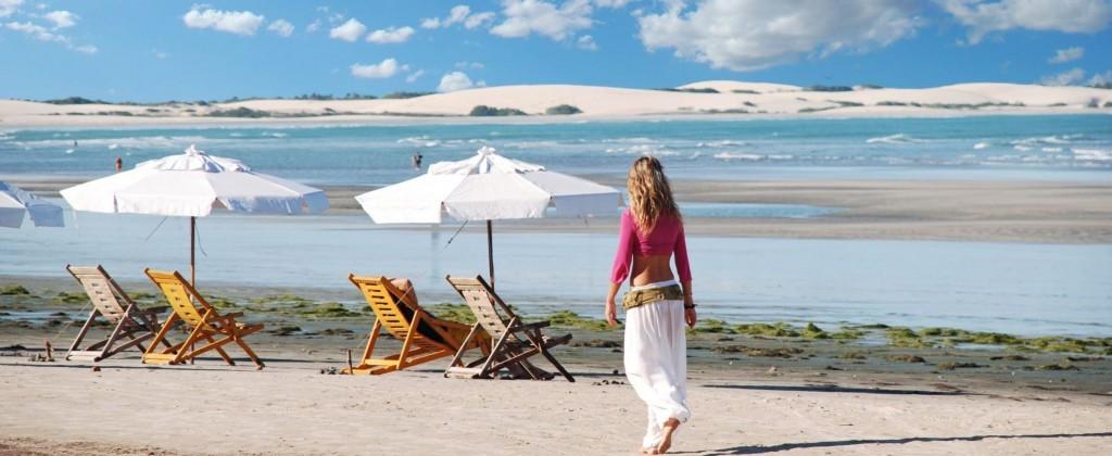 parasols sur plage de jericoacoara