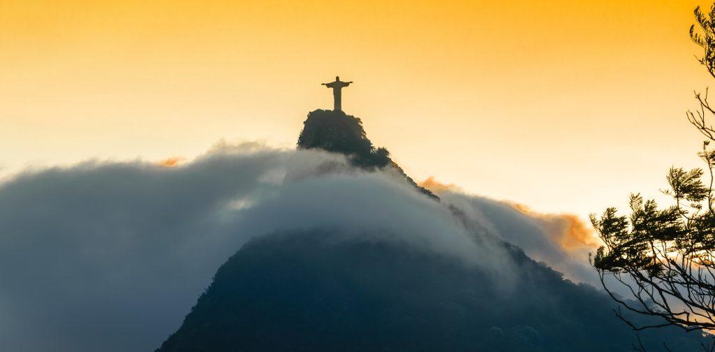 Corcovado dans les nuages Rio de Janeiro
