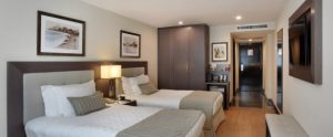 chambre-superieure-vue-laterale-mer-hotel-miramar-rio