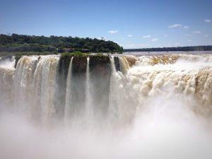 le debit extraordinaire des chutes d'Iguaçu