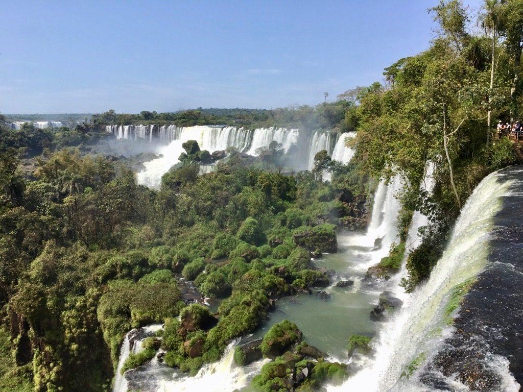 les-chutes-argentines-sous-le-soleil