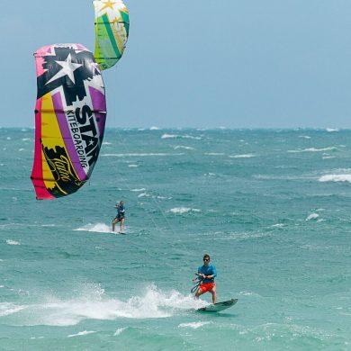 kite surfeur vent puissant à Icaraizinho