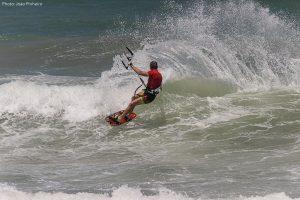 kiteur dans les vagues à Préa