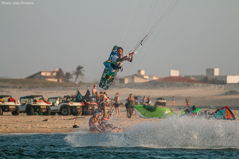 Kite surfeur sautant une vague Brazil Selection