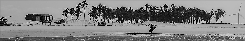 panoramique plage nordeste avec kiteur sur le rivage