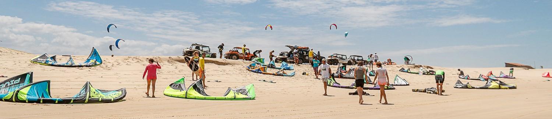 kitesurfeur et buggy sur la plage