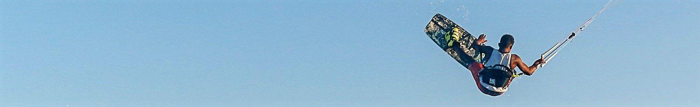 kitesurfeur en l'air au Brésil