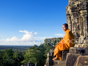moine face à l'horizon cambodge