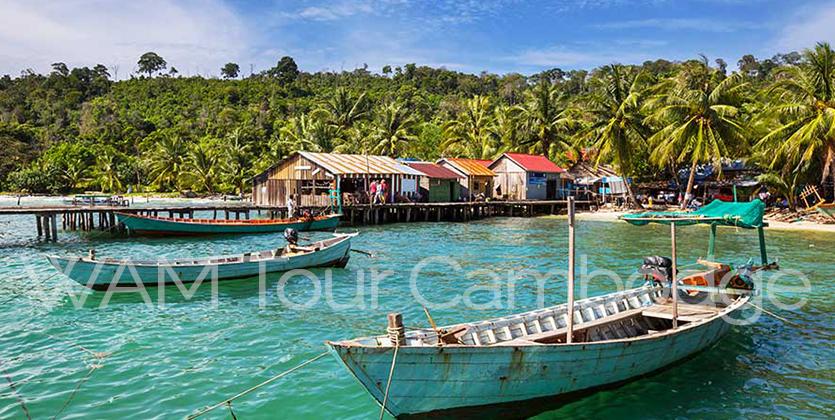 barque à l'ancre au Cambodge