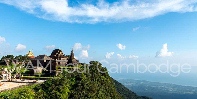 vue sur un temple et la jungle au Cambodge